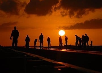 silhouettes-people-worker-dusk-40723-5inch.jpg